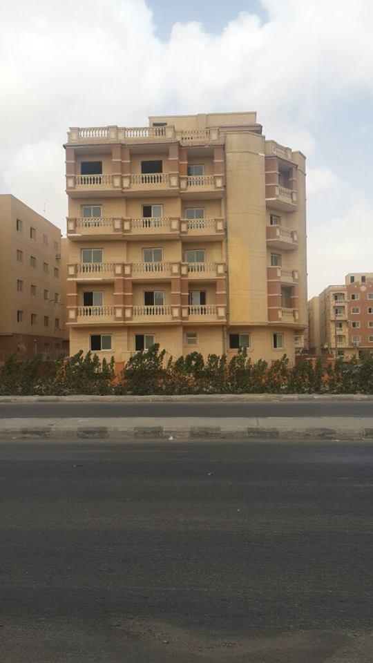 شقة بطيبة جاردنز على جمال عبد الناصر ارضى بحديقة