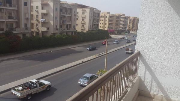 شقة للبيع 121م بالحي الثامن 6 اكتوبر علي محور جمال عبد الناصر مباشرة .