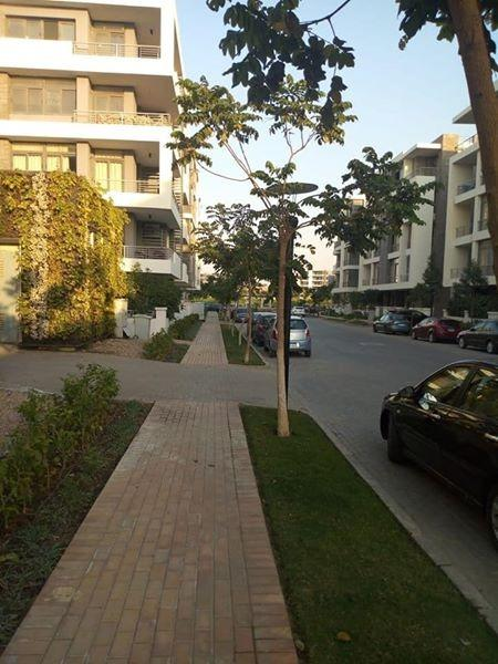 شقة بجاردن خاص للبيع في كمبوند Taj City امام المطار