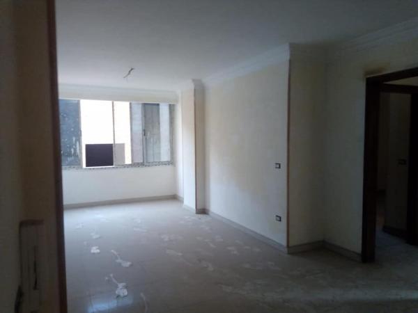 مكتب للأيجار طابق رابع مساحة 270متر في الملتقى العربي شيراتون 4غرف